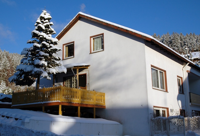 Appartementhaus-im-Winter
